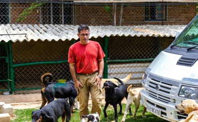 «Бриллианты, яхты и авто? Нет уж, я лучше собакам помогу!» Богач спас 735 несчастных собак и это лишь начало!