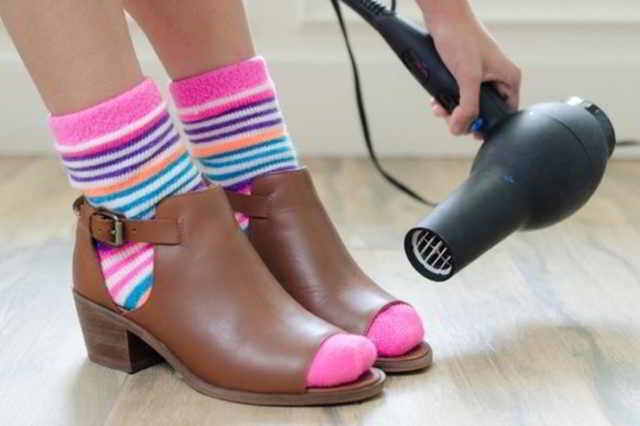 9 способов решить проблемы с обувью, если она натирает, жмет или плохо пахнет