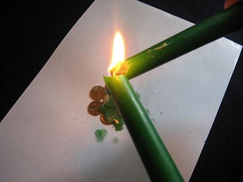 Обряды с зеленой денежной свечой