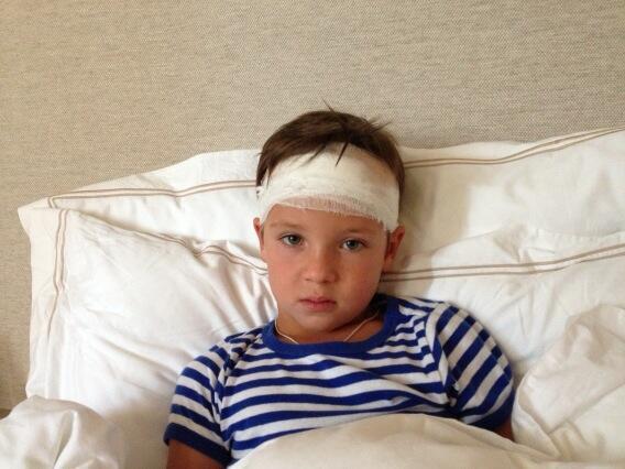 Играя во дворе мой маленький сын упал с крыши сарая. Голова разбита… А потом произошло то, во что я не верю до сих пор!