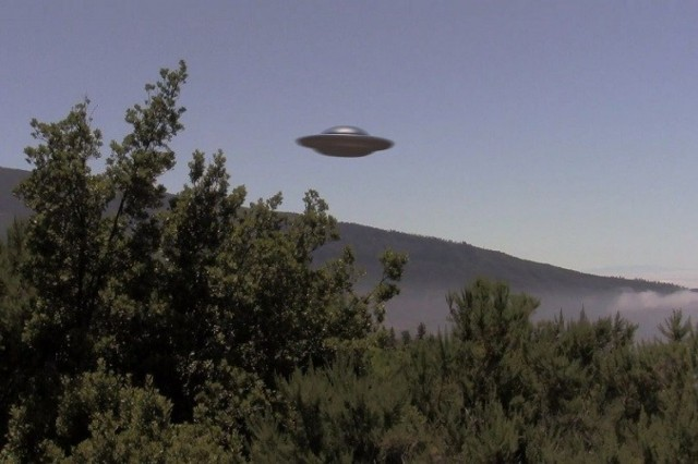 Пришельцы не дают покоя МКС: Очередное появление НЛО возле станции попало на видео