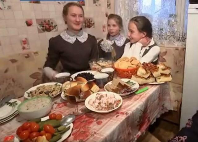 Учителя в Смоленской области взяли в свои семьи детей из интерната, и тем самым спасли школу от закрытия и деревню от вымирания!