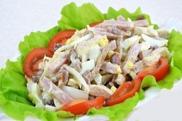 5 рецептов салатов с мясом — мужчины оценят высоко!